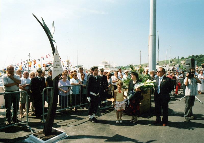 You are browsing images from the article: Intitolazione piazzale del porto a Silvio Massaccesi