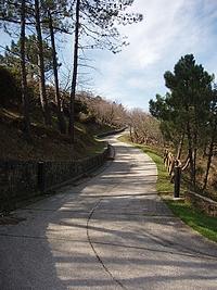 La strada che conduce al monumento